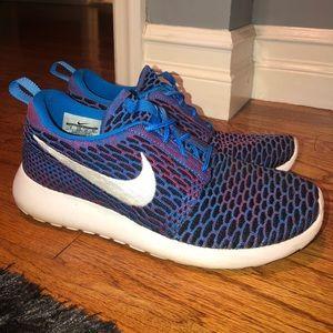 Nike Roshe Run Fly Knit Sneakers
